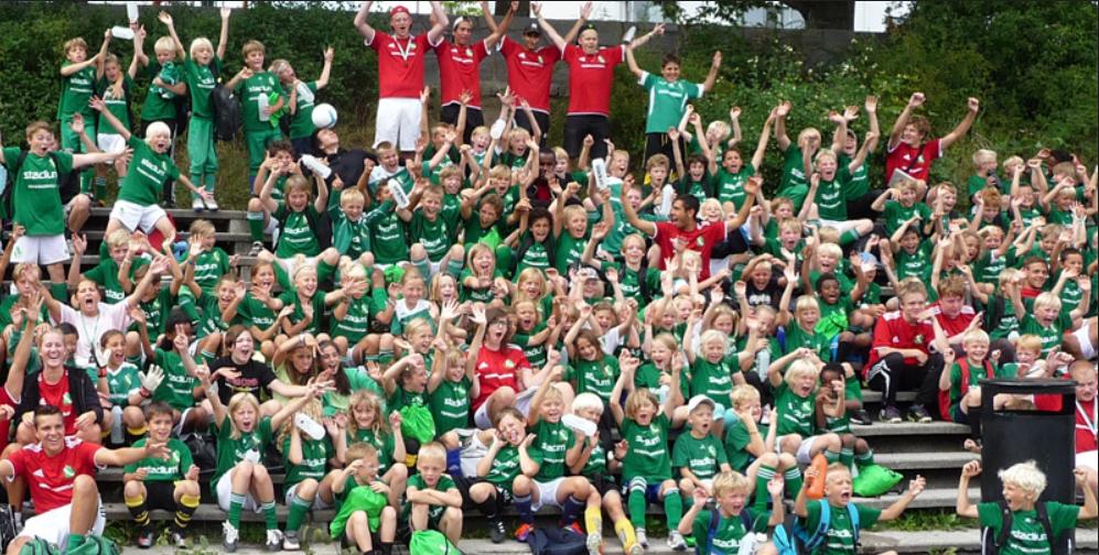 Varje år startar vi upp nya grupper med de yngsta barnen som vill börja  spela fotboll. Aktiviteterna hålls för barn från alla Sundbybergs områden  på planer ... b14e2cb4fccbf